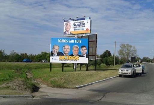 En la imagen se observa el cartel previo al ataque vandálico.