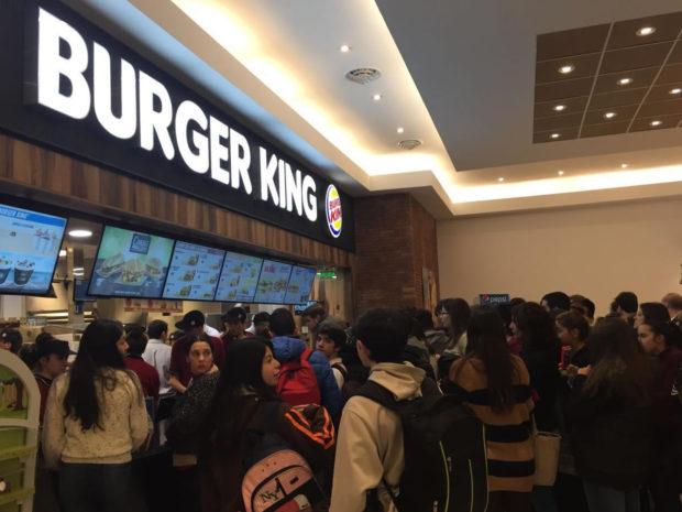 Inauguro el primer Burger King en el San Luis Shopping Center