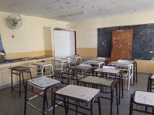 Los bancos y el las aulas están muy lejos de ser el lugar apropiado para estudiar.
