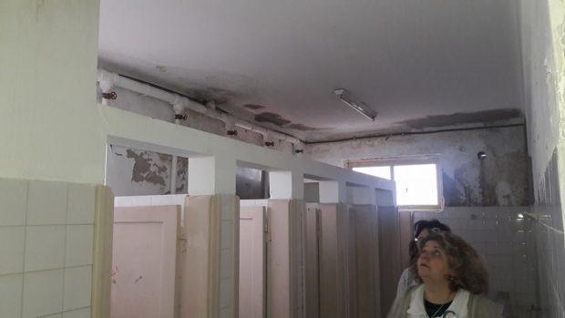 Los baños, en las peores condiciones. Caldo de cultivo de las mas diversas enfermedades.
