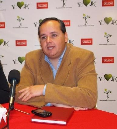 Tarsicio Montero juega al lado de Vallone.