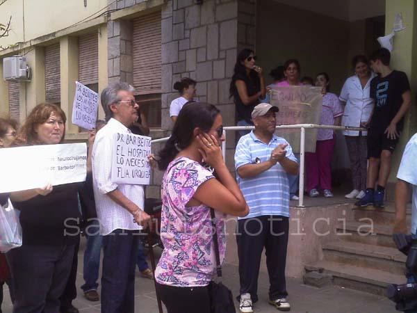 Encendida protesta de pacientes contra el desmantelamiento del Hospital - Foto: www.sanluisnoticia.com.ar