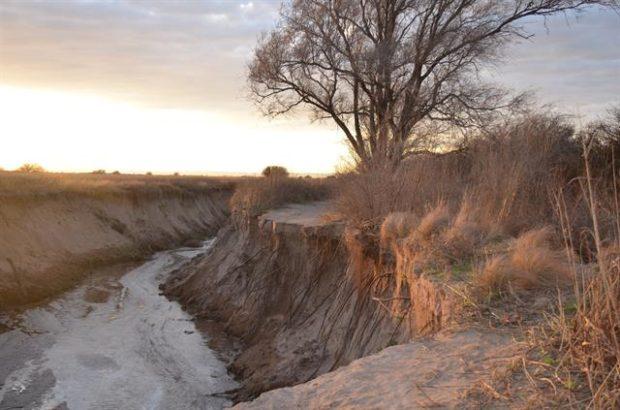 Una enorme cárcava en la cuenca cerca de Villa Mercedes.