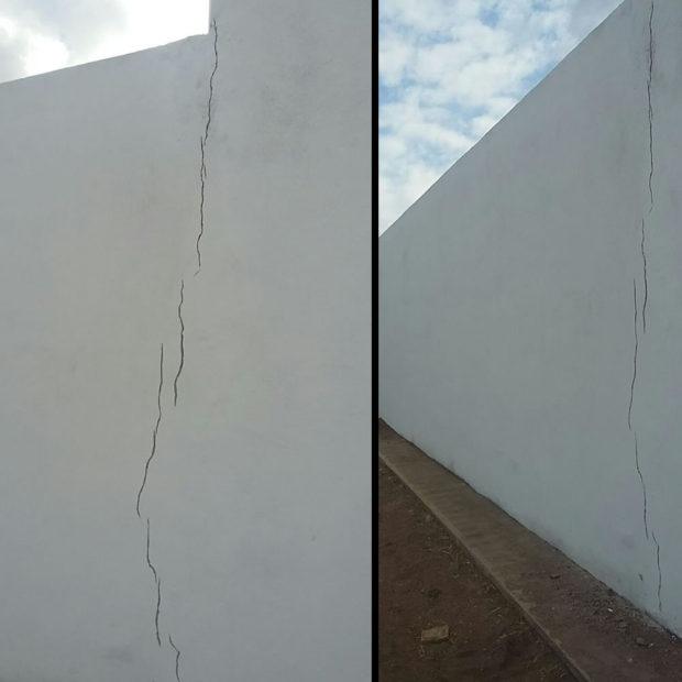 En la pared lateral izquierda, los vicios de la construcción son más serios.