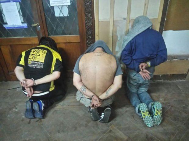 Tres de los quince detenidos en el operativo antidrogas.