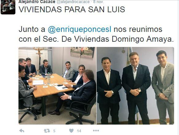 Con Ponce posó para la foto y lo mencionó en la red social del pajarito.