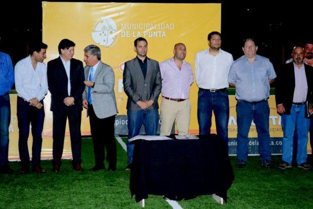 Claudio Poggi, José Riccardo, Alejandro Cacace  y el anfitrión Martín Olivero durante el acto.